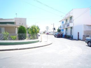 Very Quiet location apartment near the beach