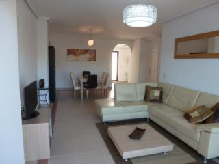 Penthouse in La Maestranza, with shared pool, wifi
