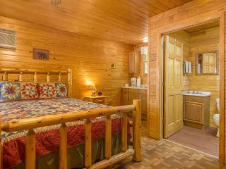 Studio Cabin/Sleep 5 /Pet Friendly/Fall Dates Open, Gatlinburg