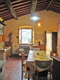 Casetta Corteccia - Dining room & Kitchen view