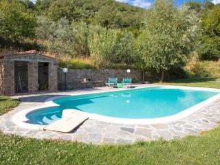 House in farm property with pool, 2 bedrooms, view