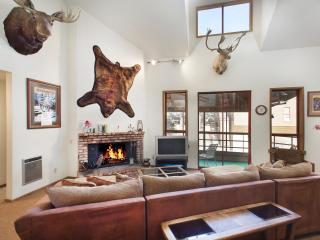 Aspen Creek 207 - Mammoth Condo - Near Eagle Lift, Mammoth Lakes