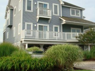 BAYFRONT LUXURY-steps to beach; pool/gym/sport ct, Bethany Beach