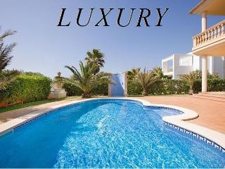 LUXURY VILLA.STUNNING VIEWS, EXCLUSIVE EQUIPMENTS