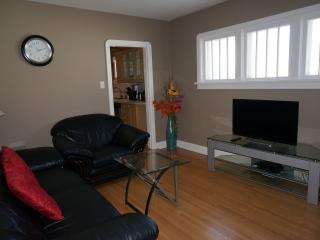 6 Bedrooms House Near Downtown and SAIT