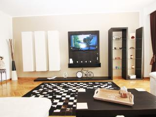 CERT ACCOMMODATION-CHARISMA 2 BEDROOM APARTMENT, Bukarest