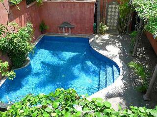 Beautiful private villa- pool, a/c, gas grill, across from the beach!, Tamarindo