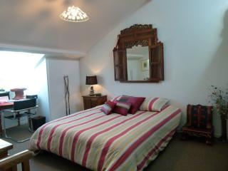 BIARRITZ CENTRE- ROOM IN  TOWN - AIR CONDITIONED-B&B-ST MARTIN ,HOMESTAY