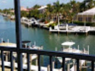 Beautiful Water views from the balcony of this Comfy Condo !