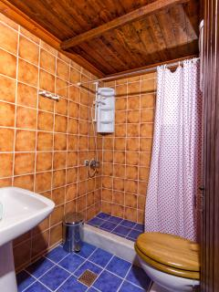Two Bedroom Stone Villas in Vasilikos - Bathroom