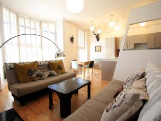 Stunning first floor balcony apartment near Pier, Brighton