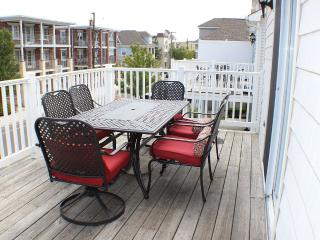 Huge 5BR/3BA Townhouse - 1 Block to Boardwalk and Beach!