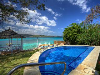 Sea Haven - Ideal for Couples and Families, Beautiful Pool and Beach, Discovery Bay