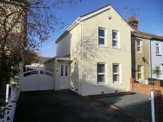 BOURNECOAST - close to KINGS PARK and SANDY BEACHES short drive away - HB4179