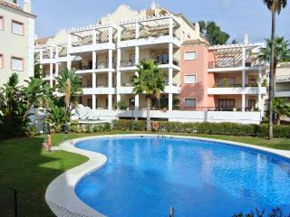 Apartment, close to golf & bars in Marbella, Puerto Banús