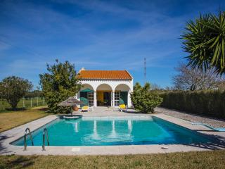 Villa Cabanas with large private swimming pool, Palmela