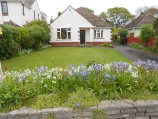 BOURNECOAST: Delightful 3 Bedroom Bungalow with large garden - NEAR SEA - HB2087