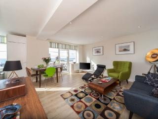 Central Brighton luxury 2 bed Apt with sea-views