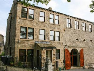 Millbarn - 7 Bed Grade 2 Listed House - Sleeps 13, Huddersfield