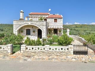 Luxurious  full equipped villa with private pool, Réthymnon