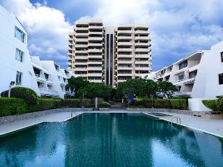 Sea View service apartment  (3 bedroom), Pattaya