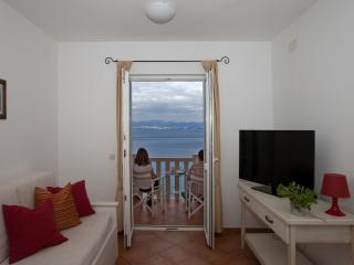 Seafront Apartments Villa, Sutivan