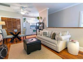 Lucky Savannah offers private secure parking, carriage house 1 block to River