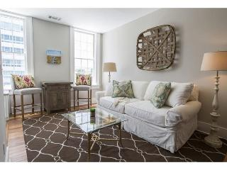 One bedroom home on Liberty Street with a King bed, Savannah