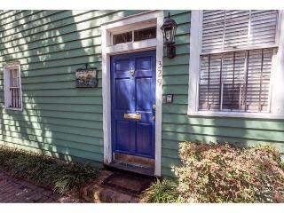 Stay with Lucky Savannah: Dog friendly cottage in the historic district
