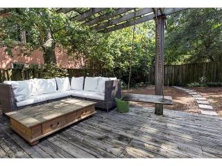 Historic home with modern updates and a great backyard, Savannah