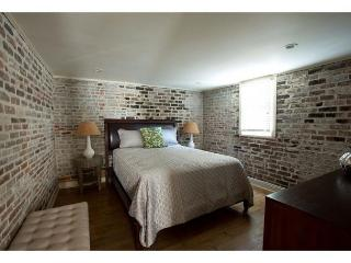 One bedroom home full of architectural details and modern décor, Savannah