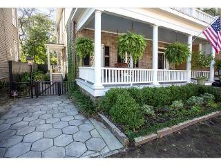 Stay Lucky in Savannah: Dog Friendly Garden Home on Historic Huntingdon St.