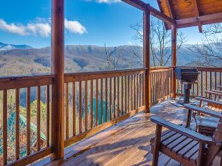 2BR Luxury Log Cabin w Views, Hot Tub, WiFi & Pool Table! January from $99!!, Pigeon Forge