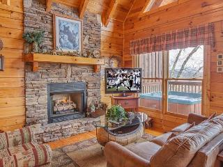 2BR Luxury Log Cabin w Views, Hot Tub, WiFi & Pool Table! Summer from $119!!!, Pigeon Forge