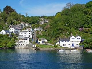 Stylish waterside holiday home, with amazing river views in beautiful Fowey
