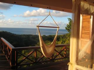 Longue-Vue Villa (sleeps 6) - pool & ocean views, Ilha Carriacou