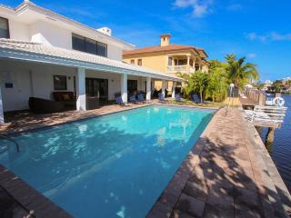 TOP REVIEWED! Miami Beach,Waterfront,Villa Provence, Pool, Close to Beach