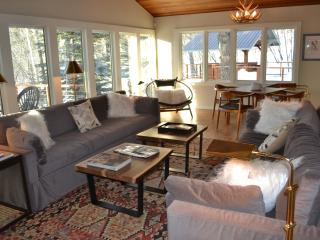 Ski in/Out, 5 Bedrooms, Sleeps 14, Hot Tub, Sauna, Teton Village