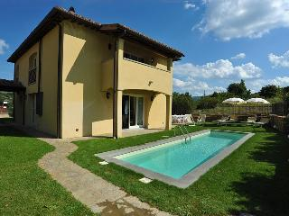 I5.115 - Villa with pool i...