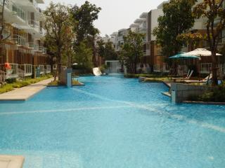 Hua Hin 2BR apartment beachfront (Khao Tao)