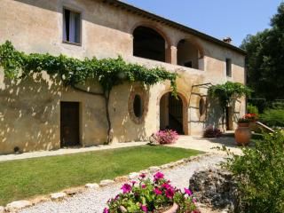 10 bedroom Villa in Sovicille, Siena and surroundings, Tuscany, Italy : ref