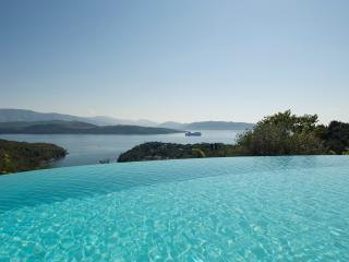 VillaMaro, Sep-Oct OFFER, LuxuryVilla,Pool& HeatedOutdoorJacuzzi,S.Stefano,Corfu