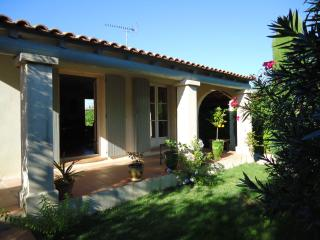 Villa with swimming pool near the seaside, Lunel