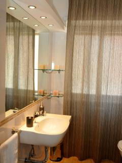 Bathroom: Sofia with new re-style