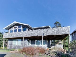 Great for groups with an oceanview, WiFi, near golf, Gearhart