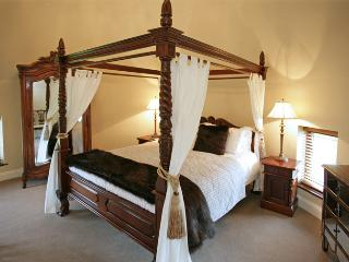 Four Poster Room 1
