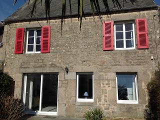 Lovely House next to the beach & Barfleur, Montfarville