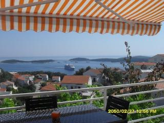 Apartments Tino with beautifull sea view, Hvar