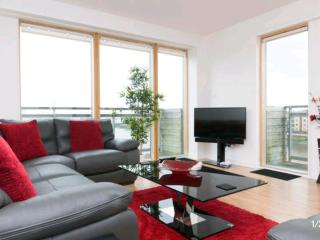 LUXURY 2 Bed Riverside Apartment Glasgow West End