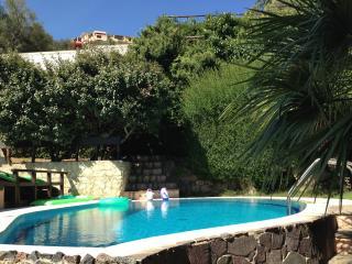 villa con piscina privata e vasca idromassaggio